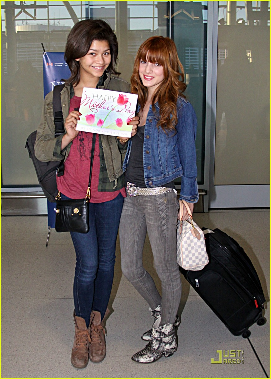 zendaya bella thorne moms day 02