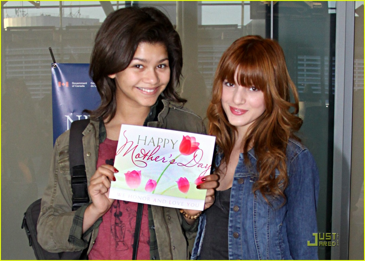 zendaya bella thorne moms day 05