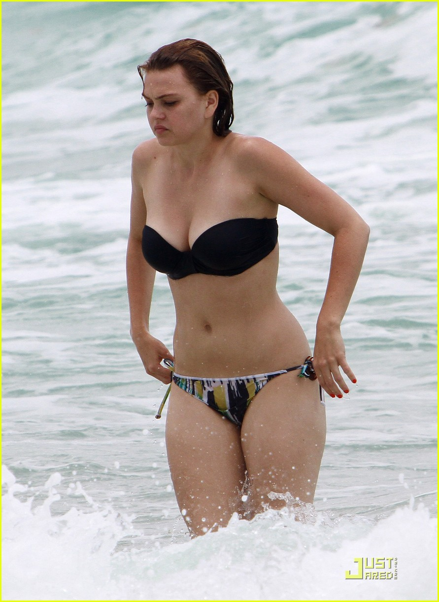 Aimee Teegarden: Back To The Beach!   Photo 421199 - Photo Gallery   Just Jared Jr.