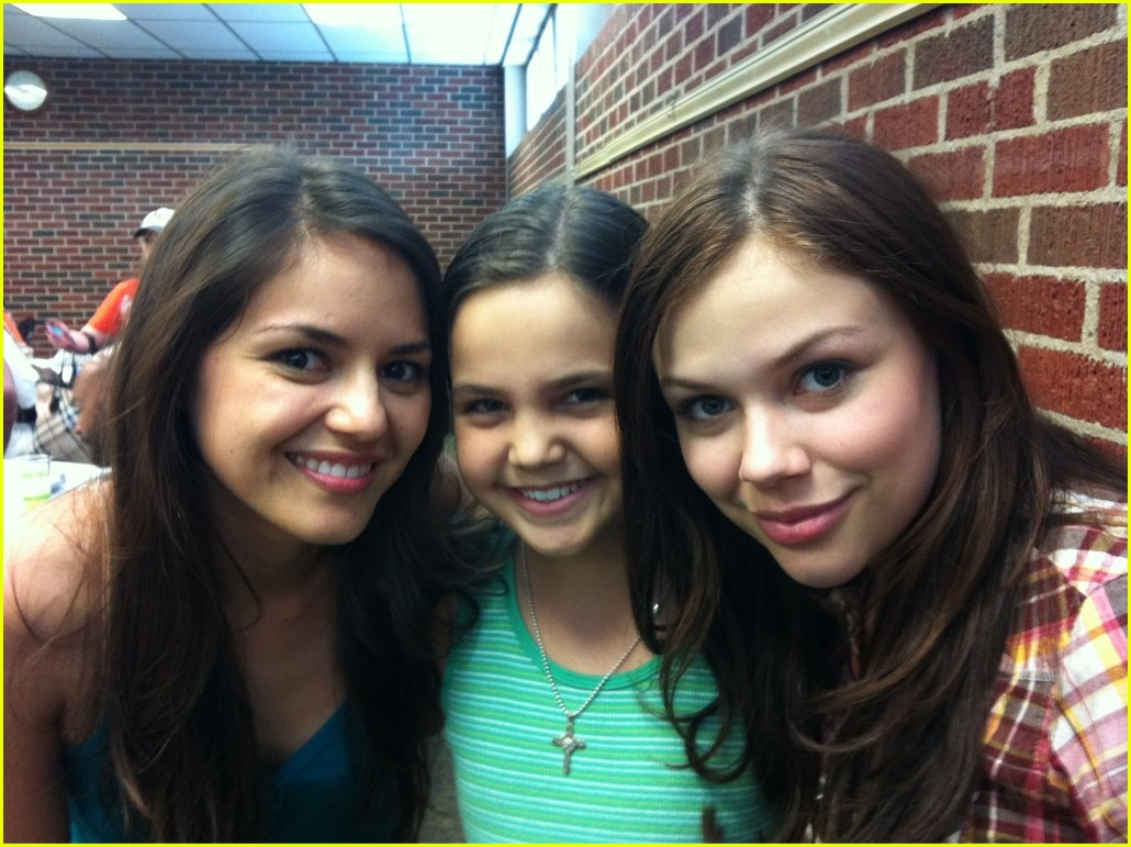 bailee madison cowgirls angels wrap 02