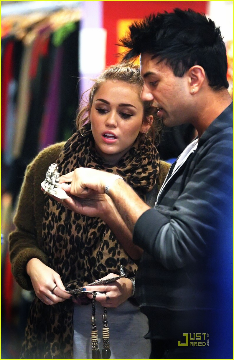 miley cyrus liam hemsworth brisbane 11