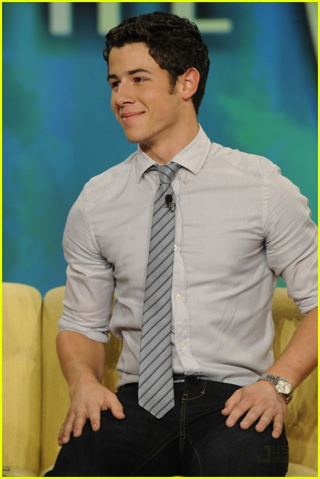 nick jonas the view 02