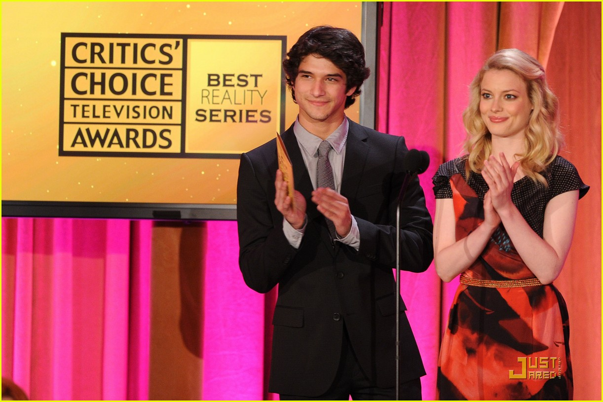 tyler posey critics choice awards 04