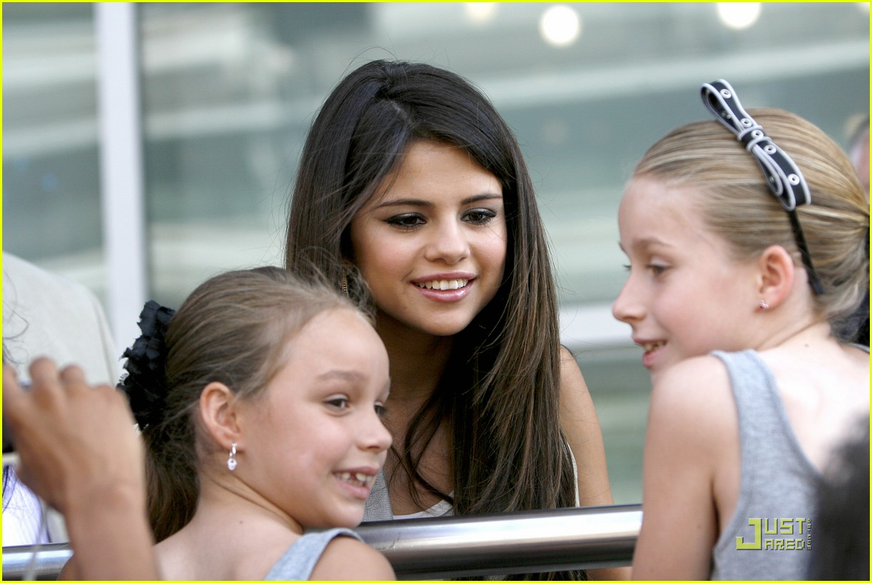 selena gomez victory texas 19