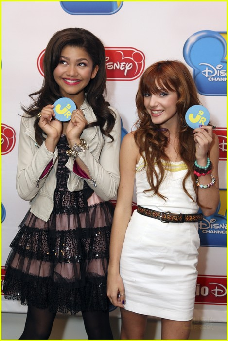 bella zendaya shake up rd 01
