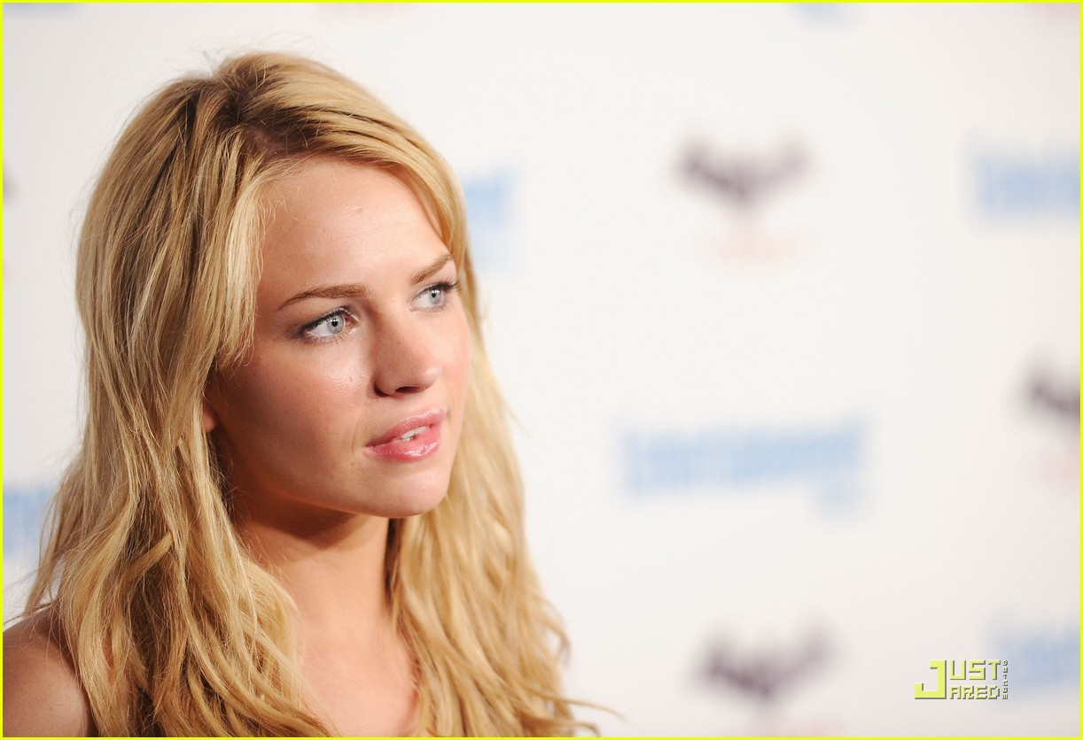 britt robertson secret comiccon 04