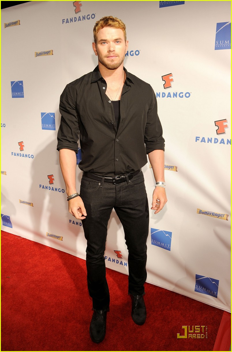 kellan ashley fan comiccon party 10