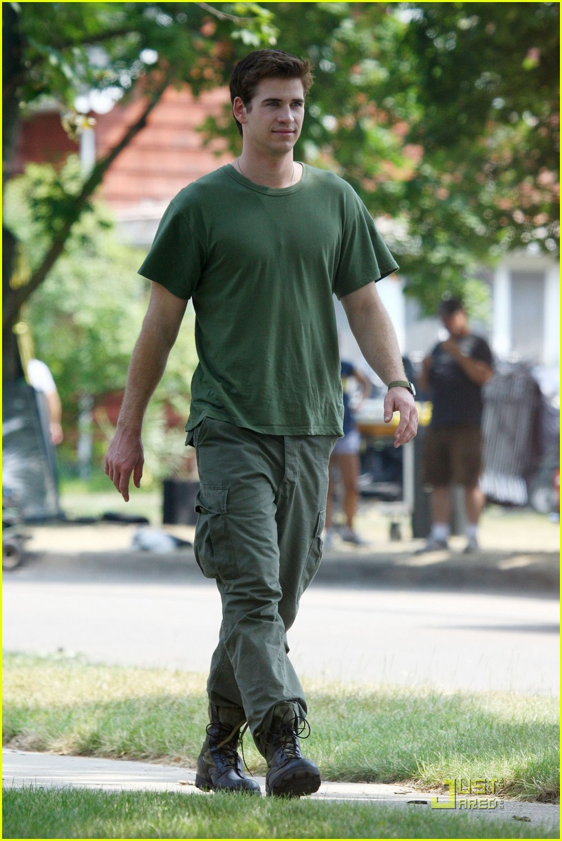 liam hemsworth awol green 06