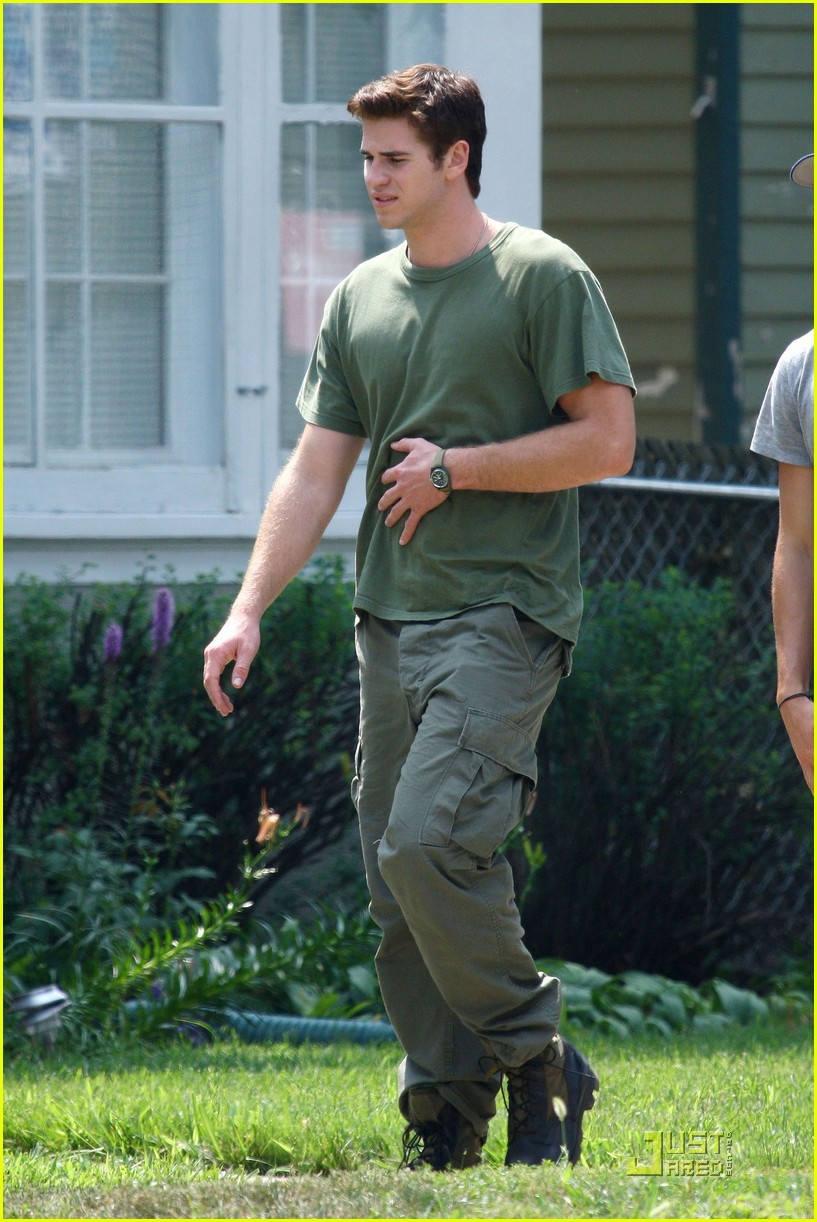 liam hemsworth awol green 12