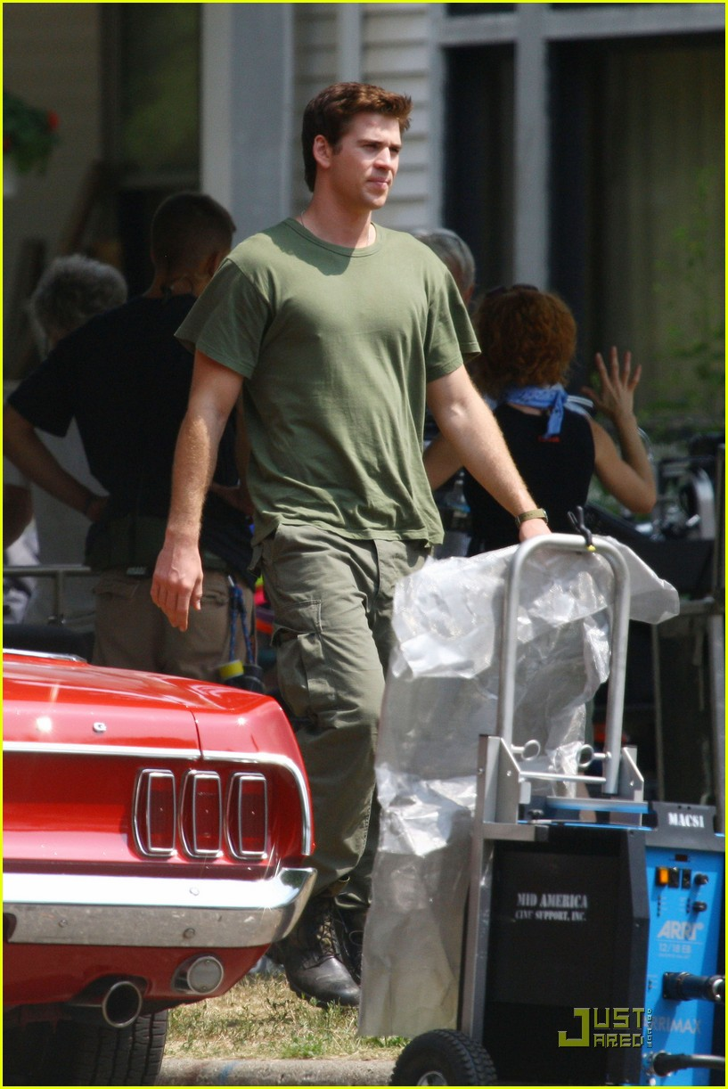 liam hemsworth awol green 14