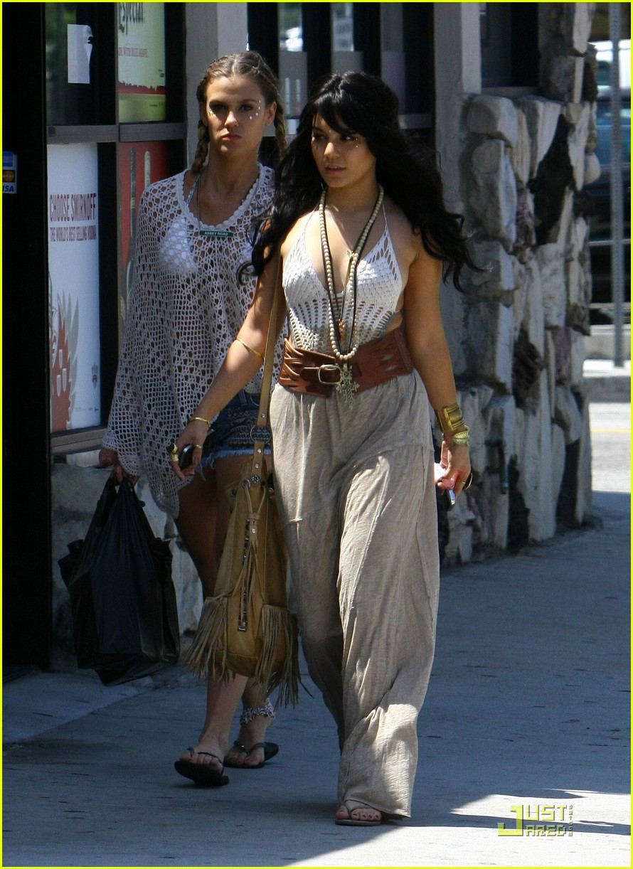 vanessa hudgens wig party 03