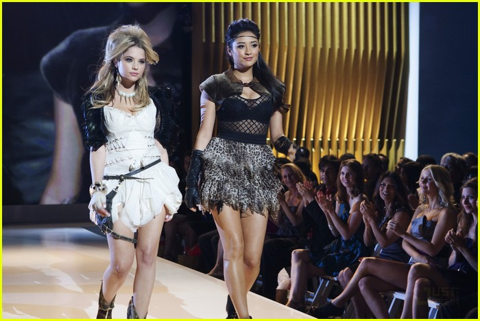 pretty liars fashion show 03