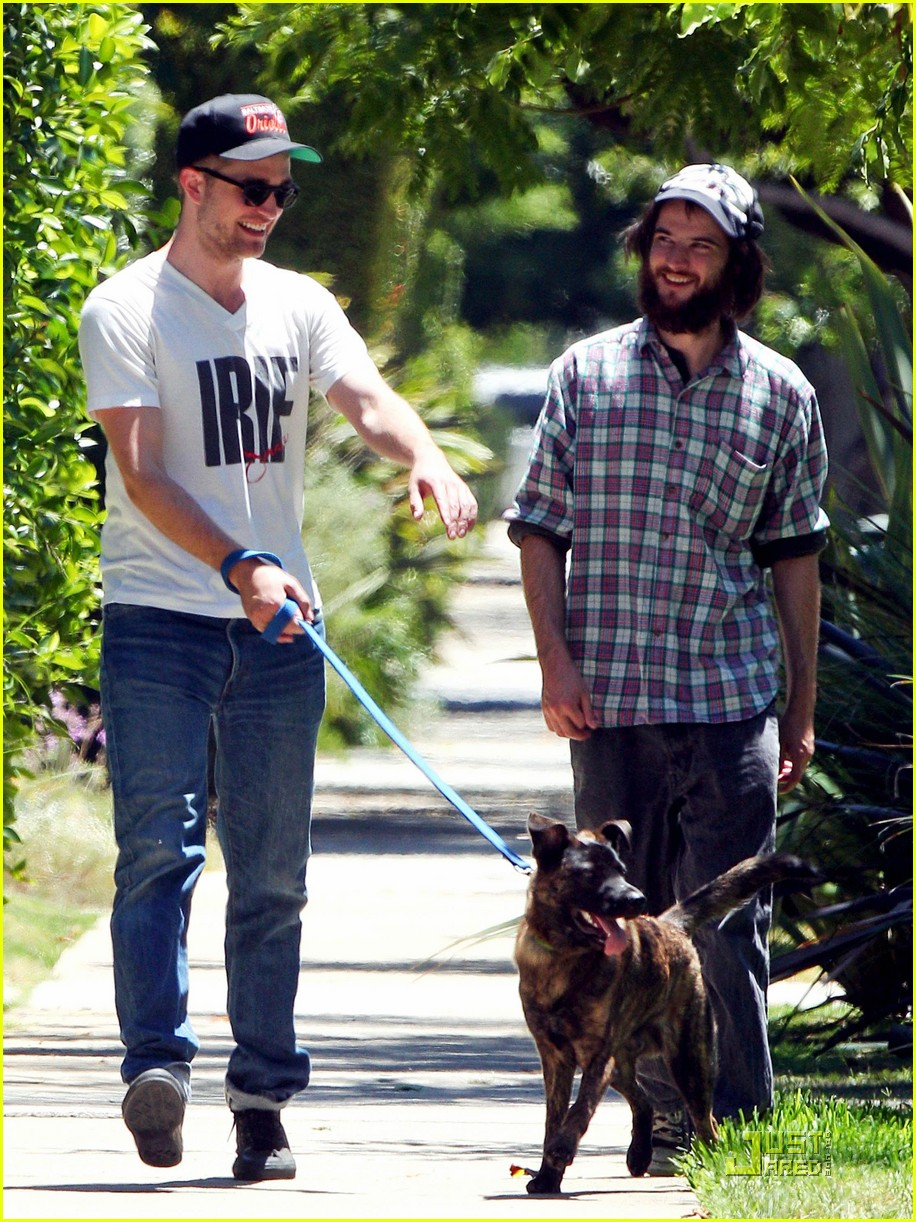 robert pattinson bear walk 03
