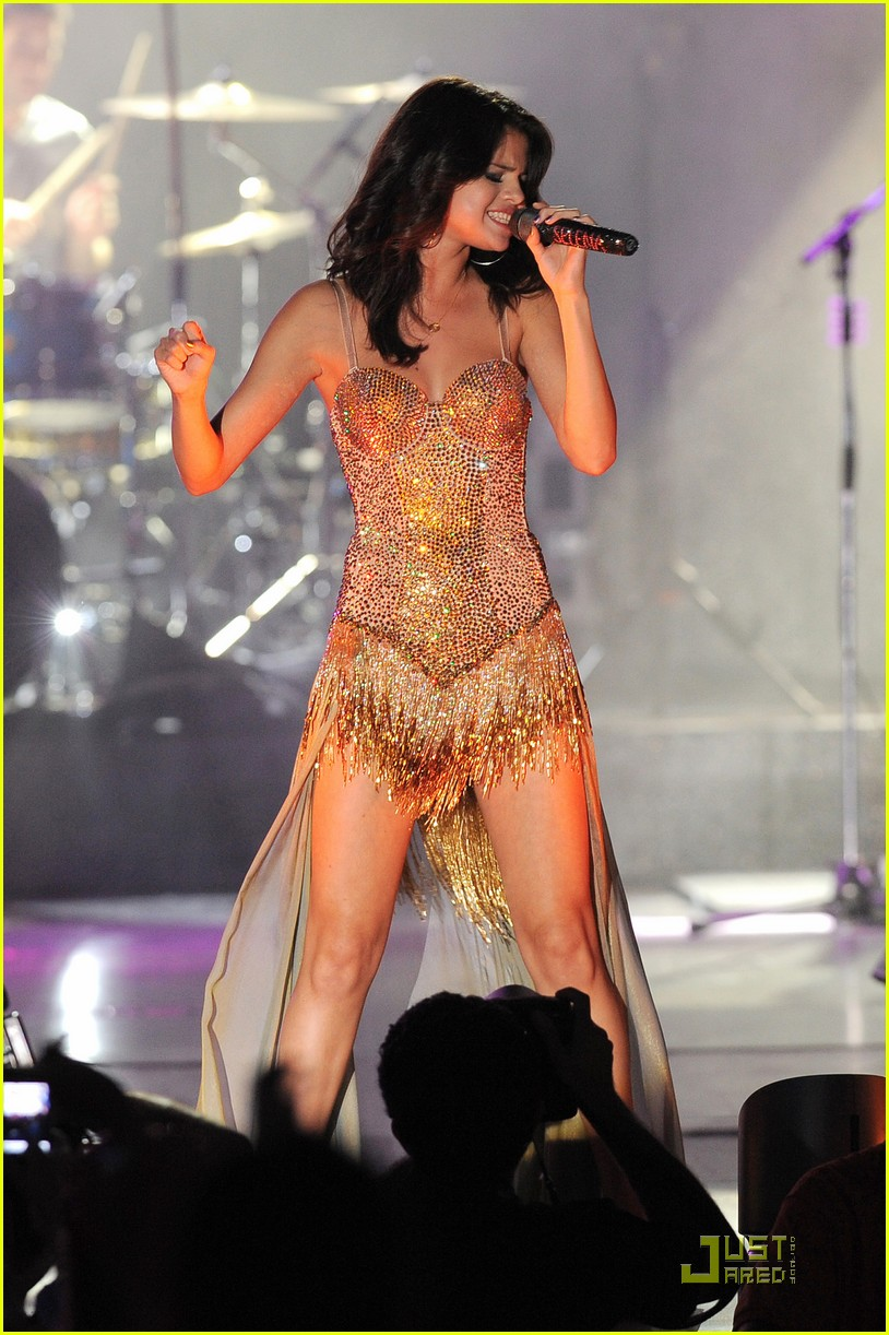 selena gomez opening tour night 13