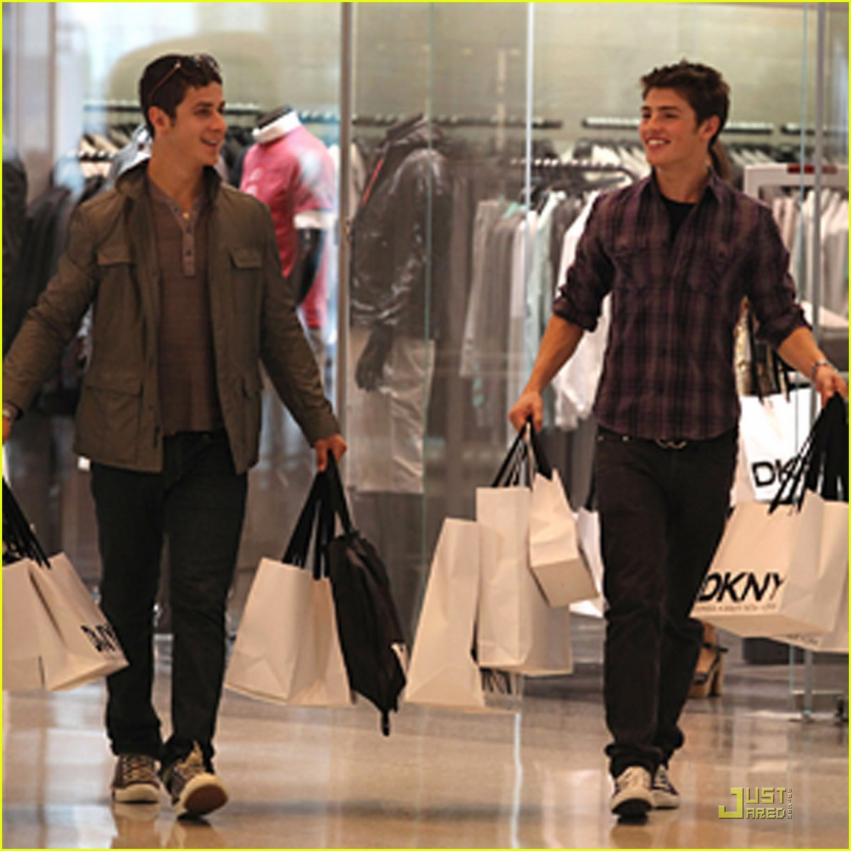 gregg sulkin david henrie shopping 03