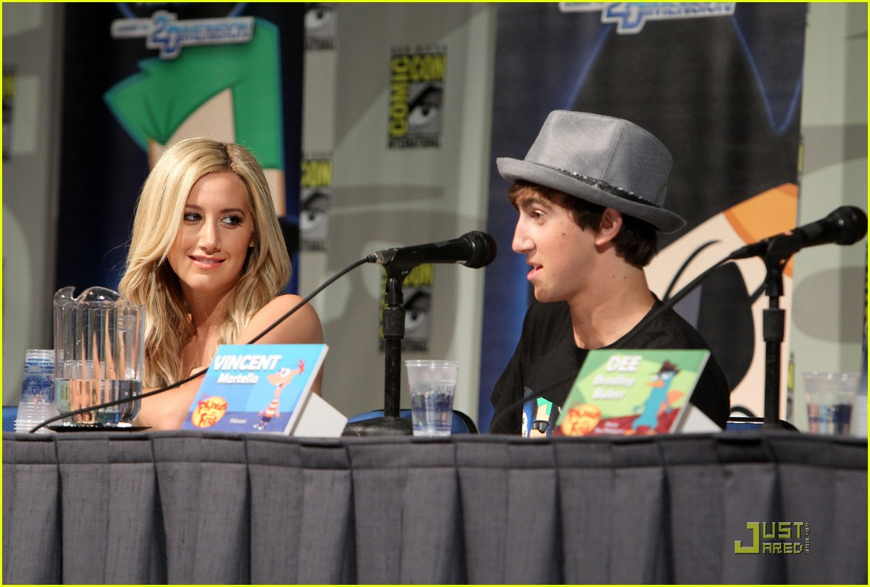 ashley tisdale comic con 05