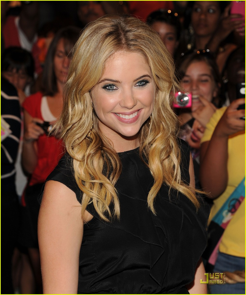 ashley benson seventeen nyc 07