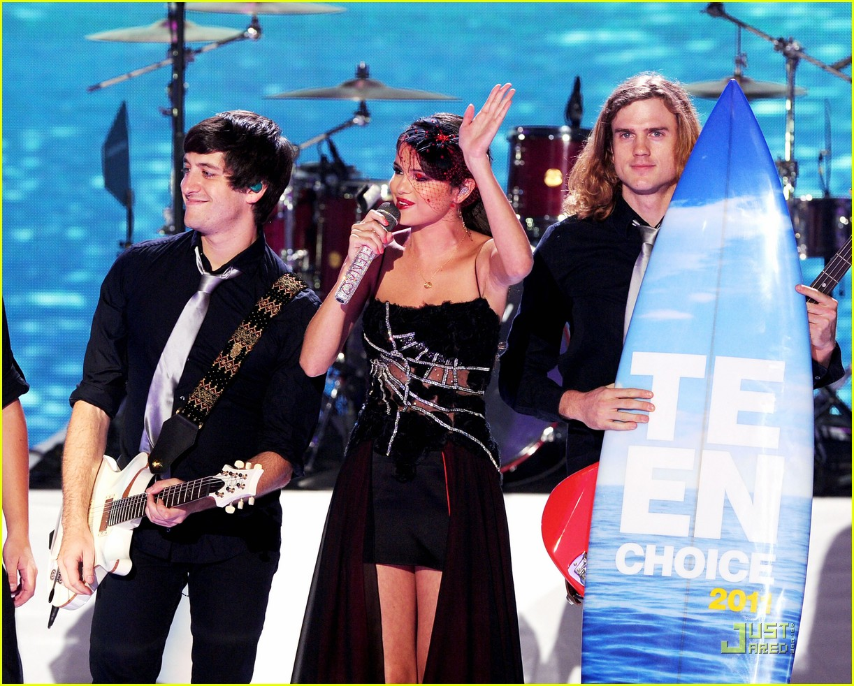 selena gomez bieber tcas kiss 03