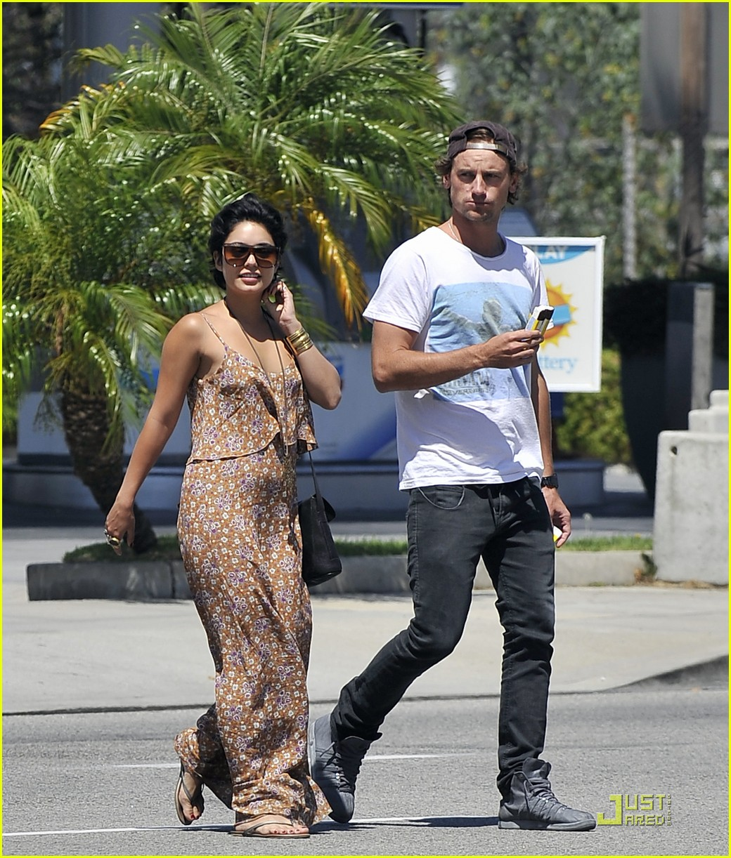 vanessa hudgens bbq break 01