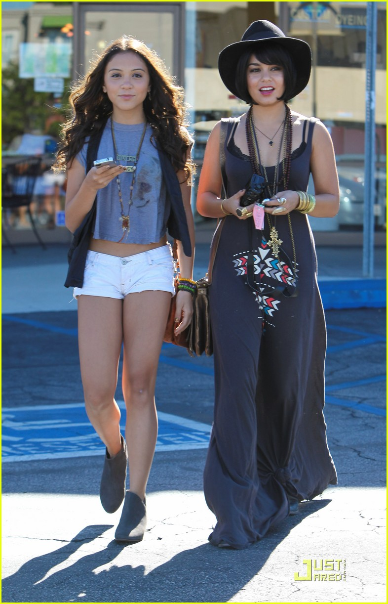vanessa hudgens stella camera cuties 05