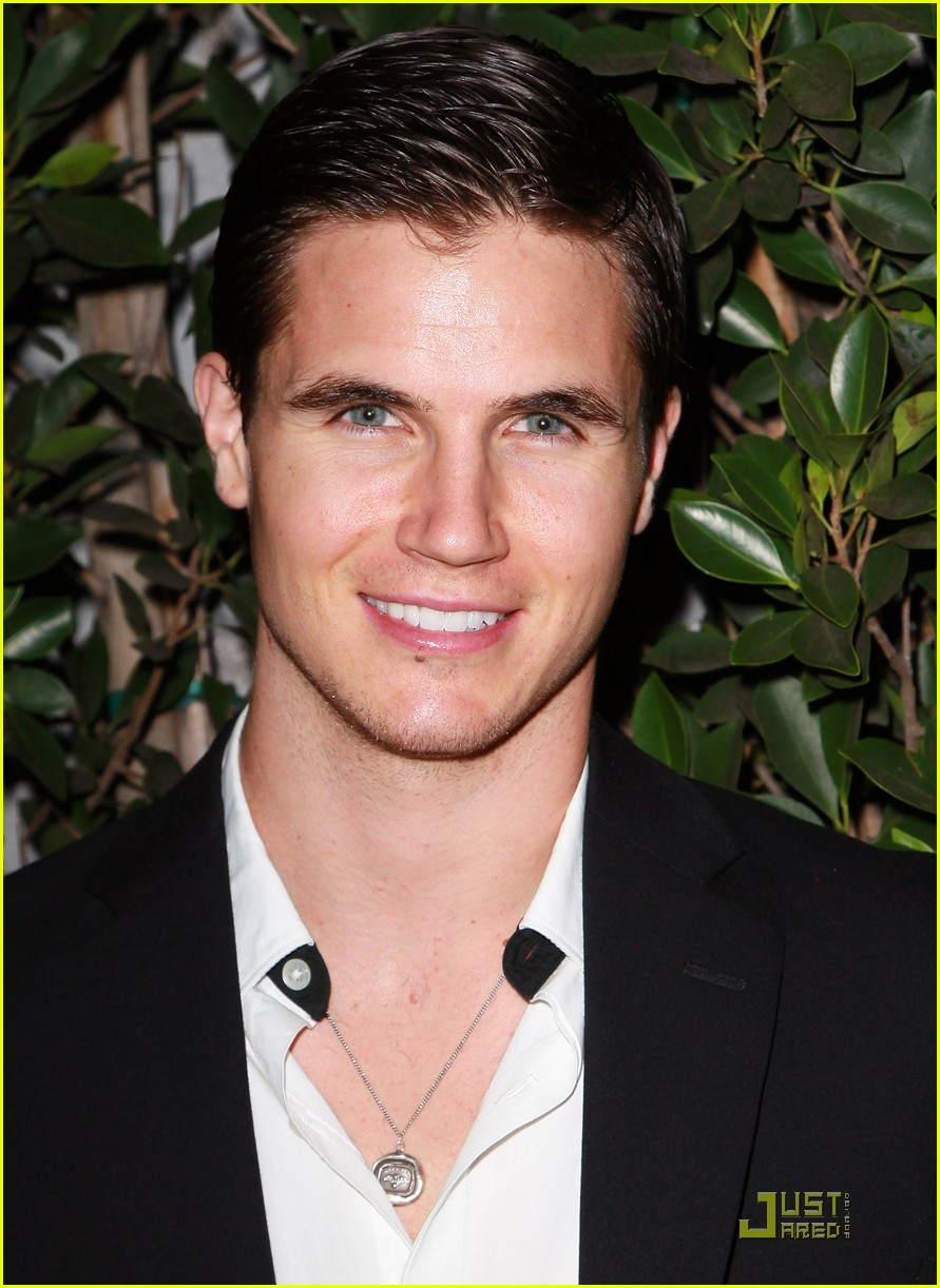 robbie amell italia ricci diamonds not fur 08