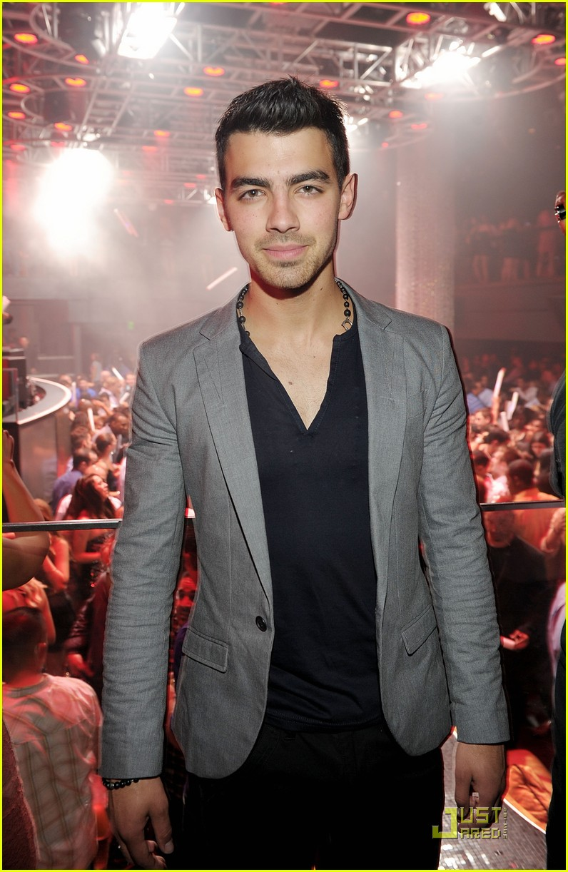 joe jonas 10 top cohost 04