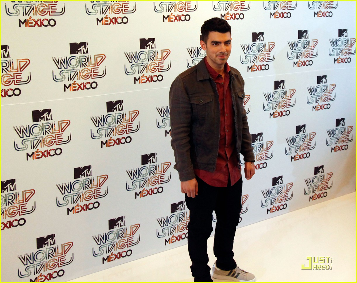 joe jonas mexico city 04