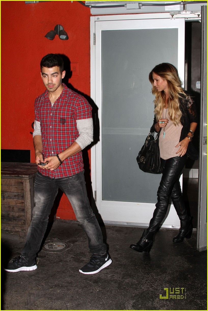 joe jonas susan fenigers dinner 10