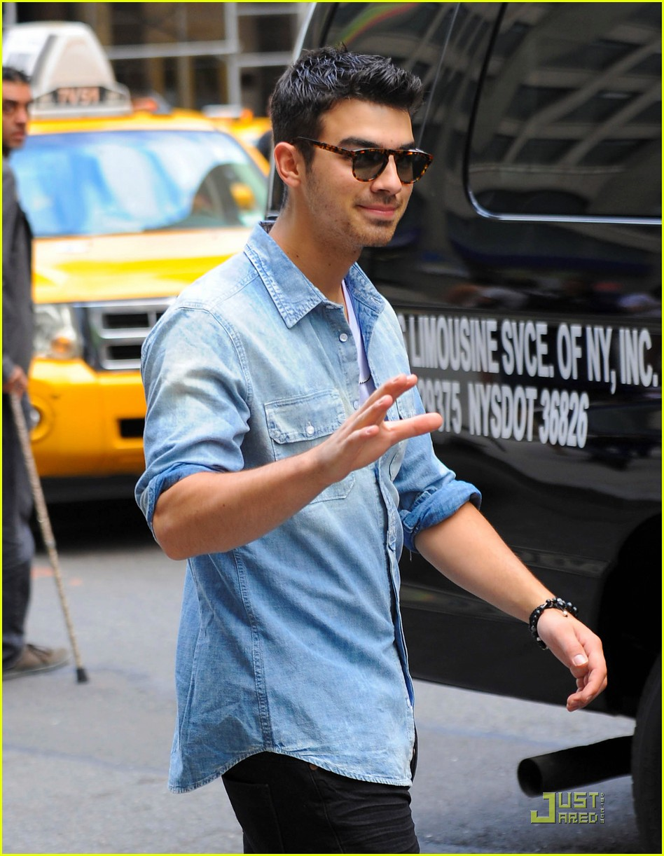 joe jonas hotel top 10 bts 20