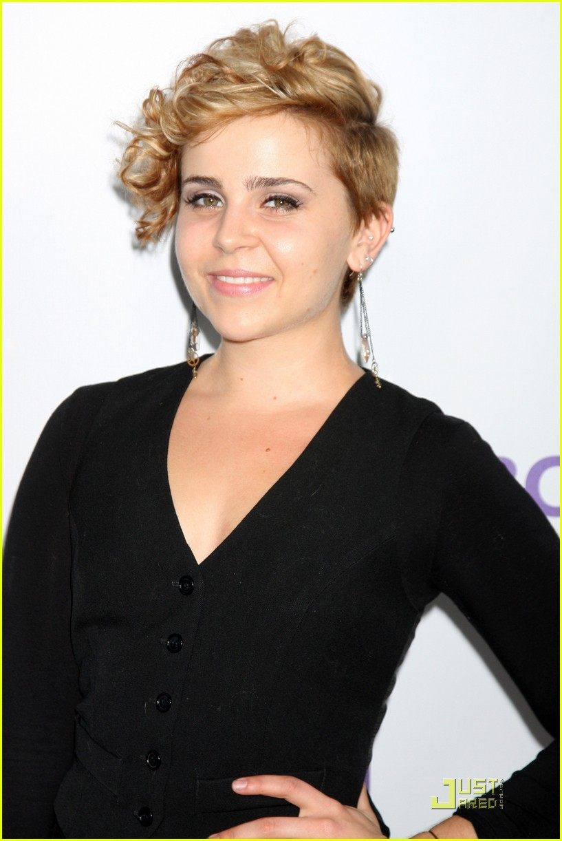 mae whitman nbc party 02