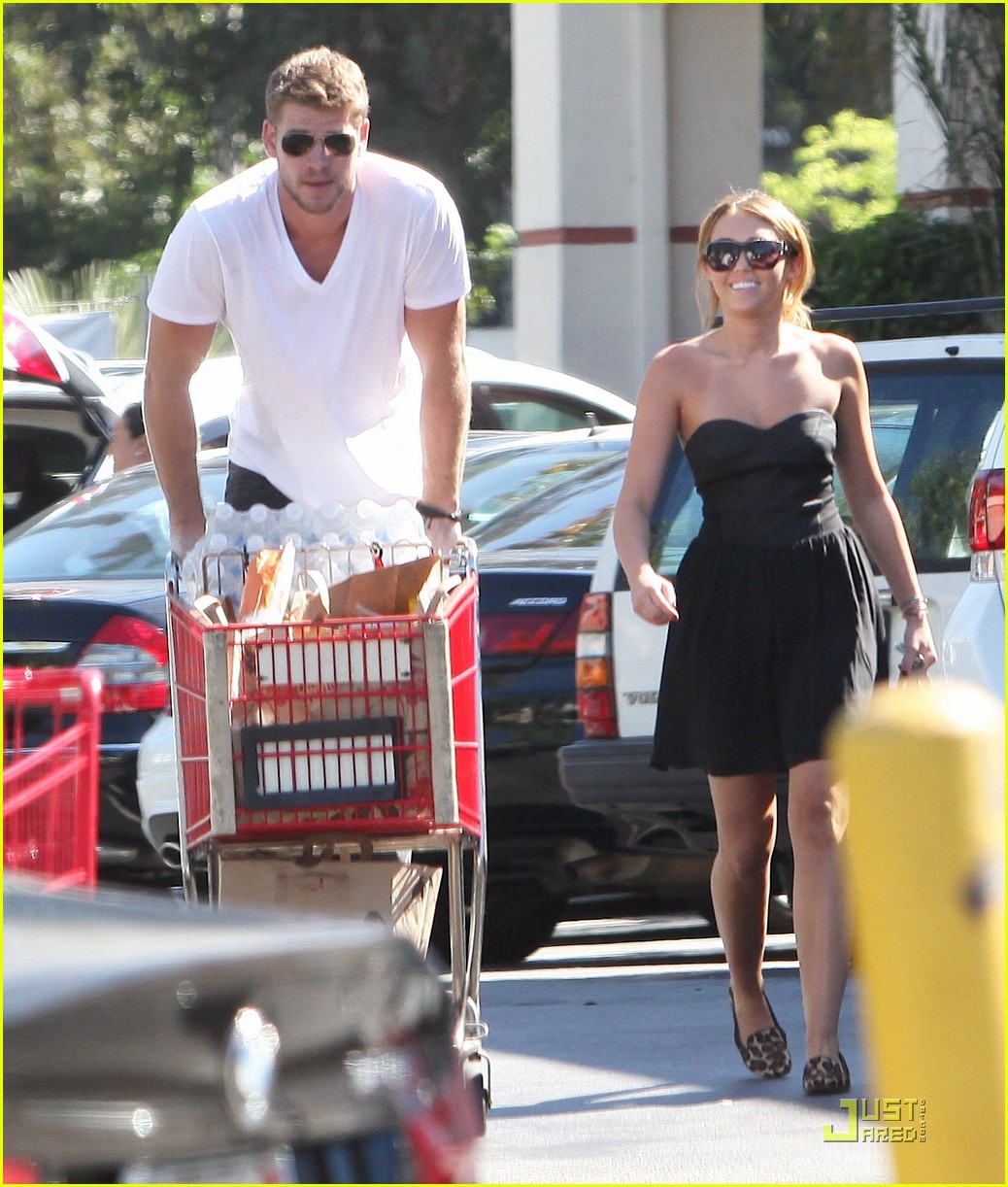 miley cyrus liam hemsworth grocery shop02