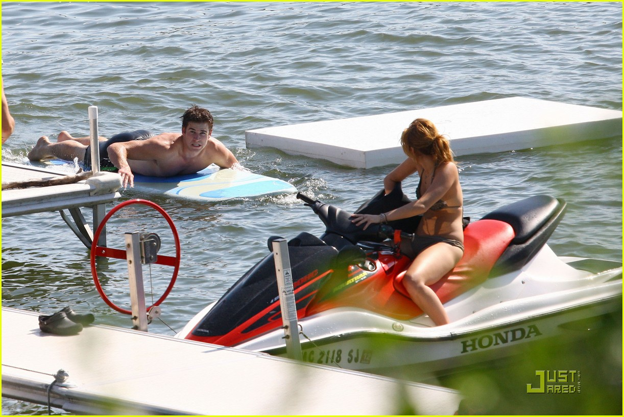 miley cyrus liam hemsworth orchard lake 01