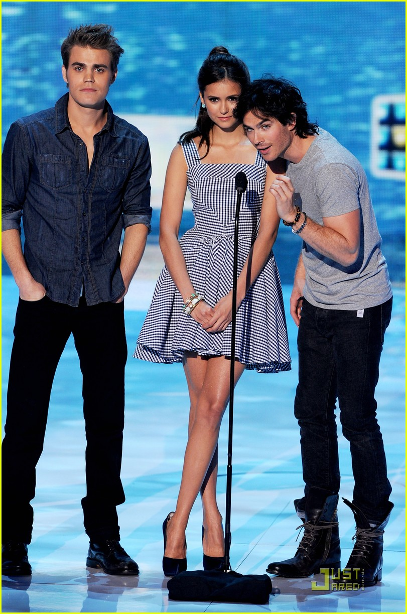 nina dobrev teen choice 03