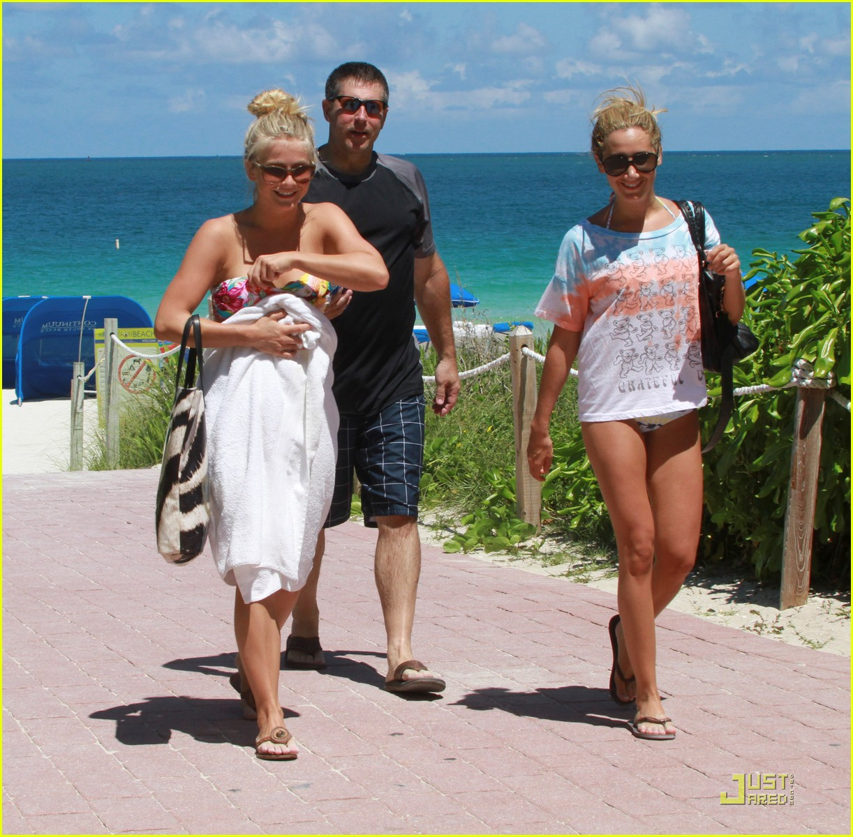 ashley tisdale julianne hough miami beach babes 24
