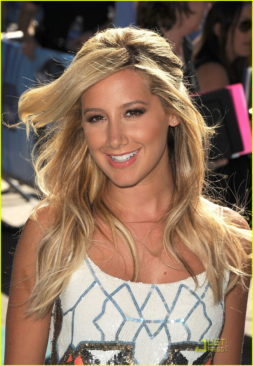 ashley tisdale phineas and ferb premiere 02