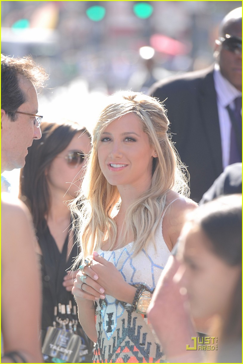 ashley tisdale phineas and ferb premiere 06