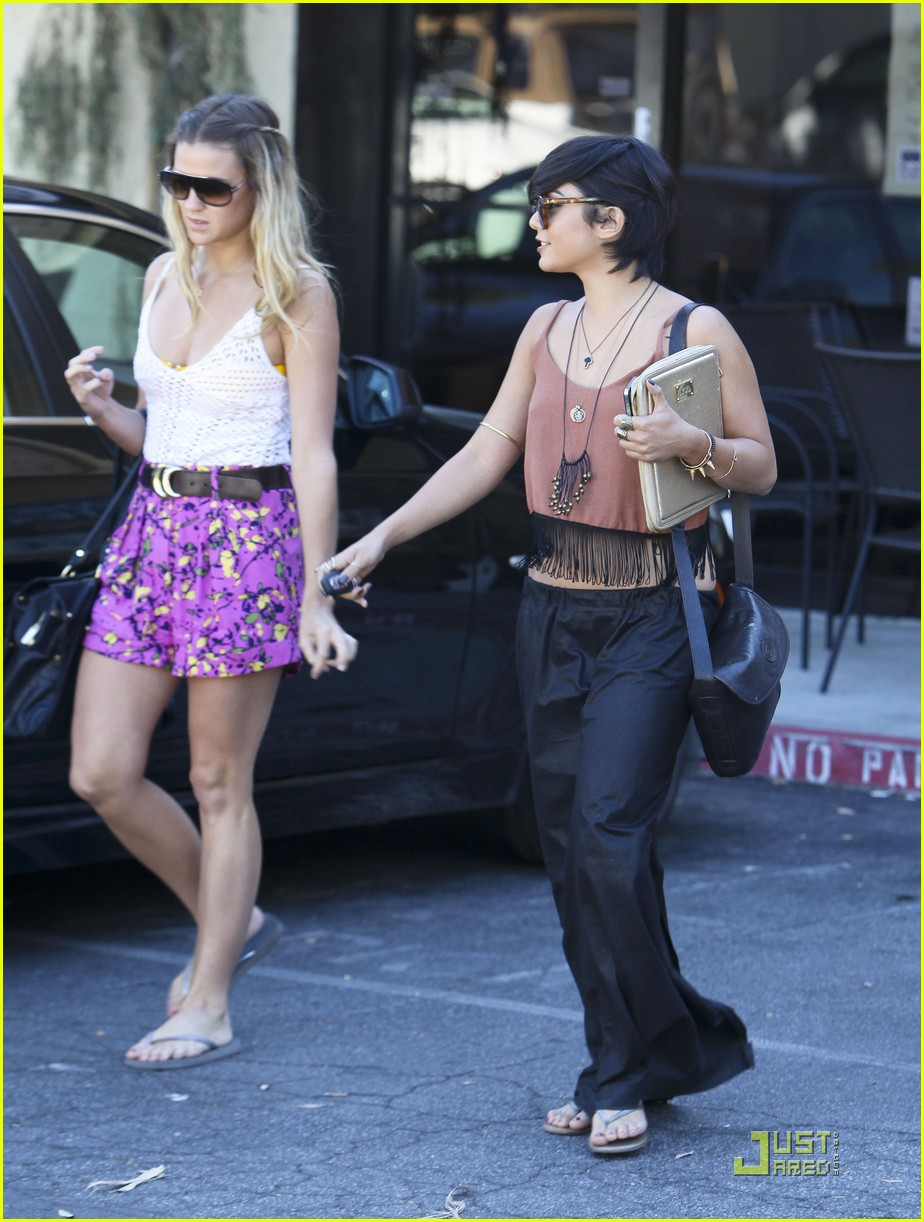 vanessa hudgens laura new lunch 01