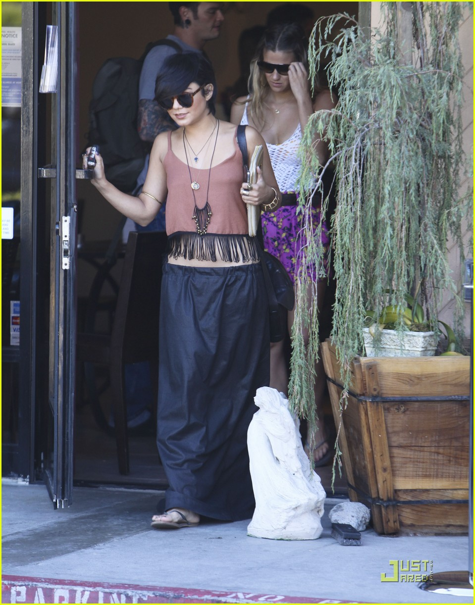 vanessa hudgens laura new lunch 05