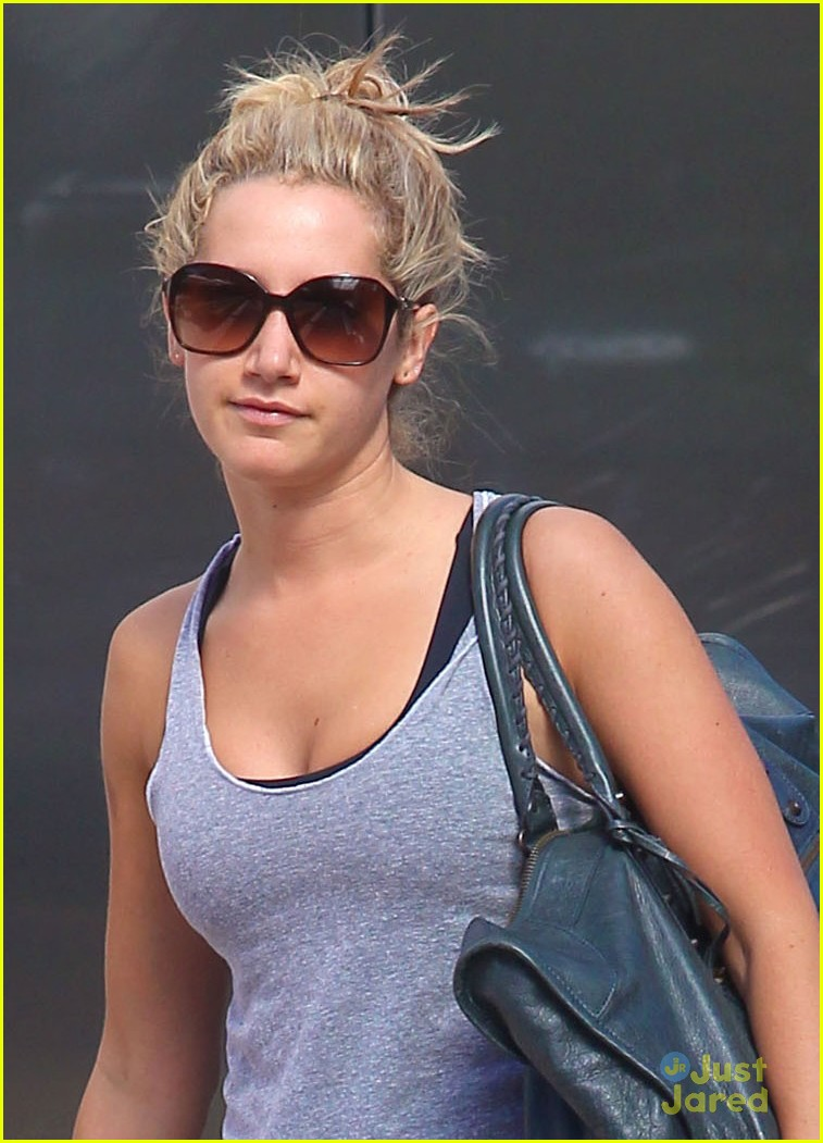 ashley tisdale grey gym 01
