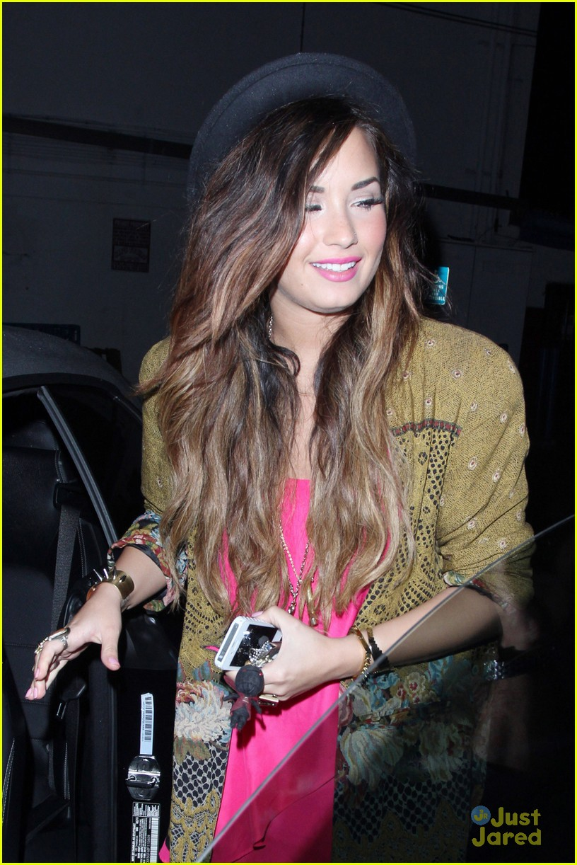 demi lovato crave cafe 07