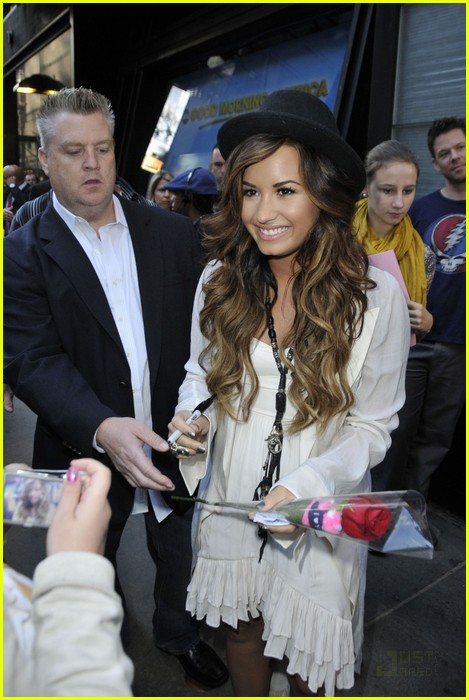 demi lovato good morning america 08