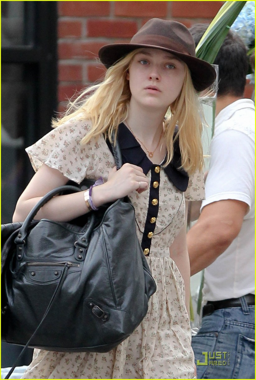 dakota fanning hat 01