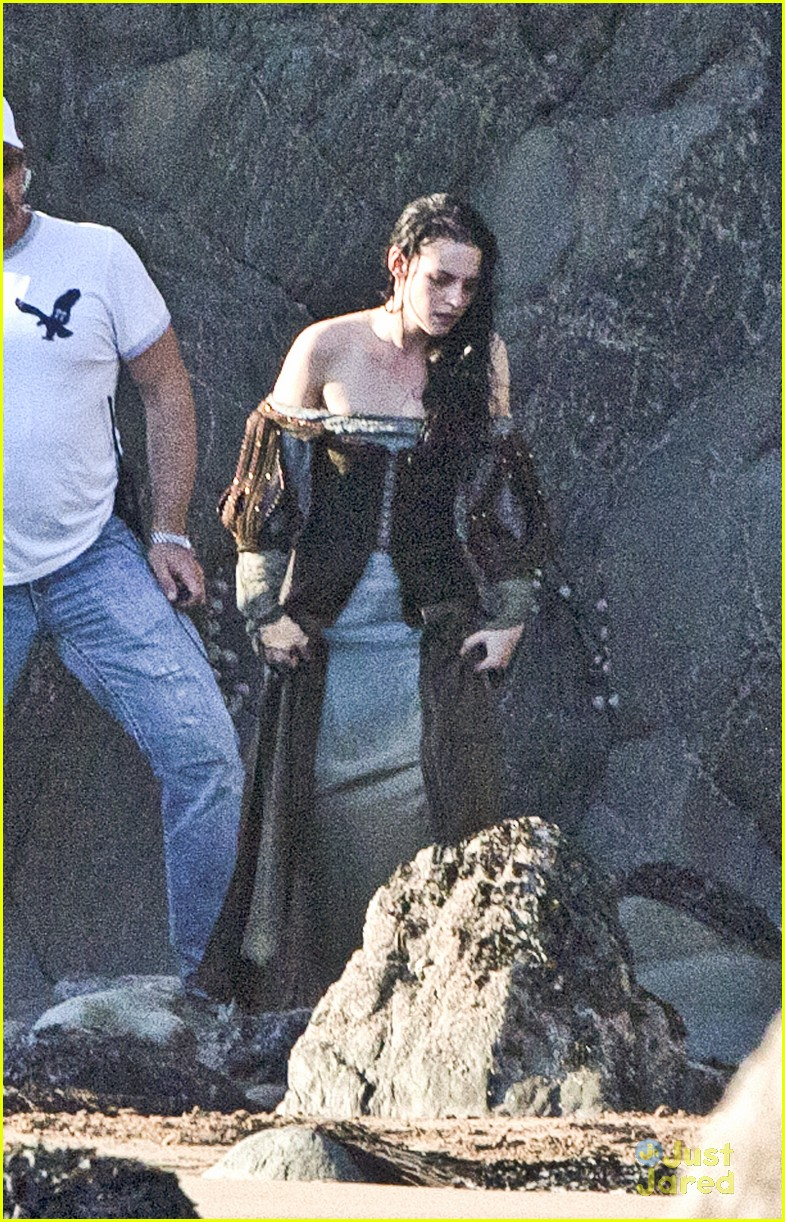 kristen stewart snow white beach 03