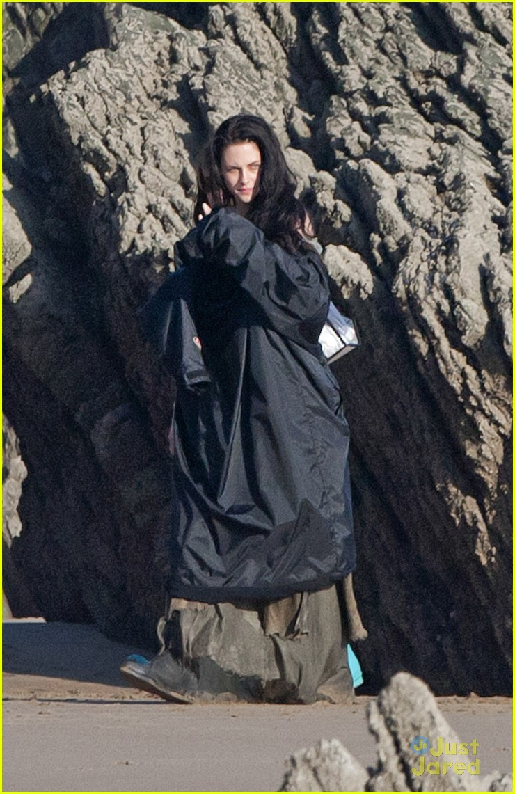 kristen stewart snow white beach 08