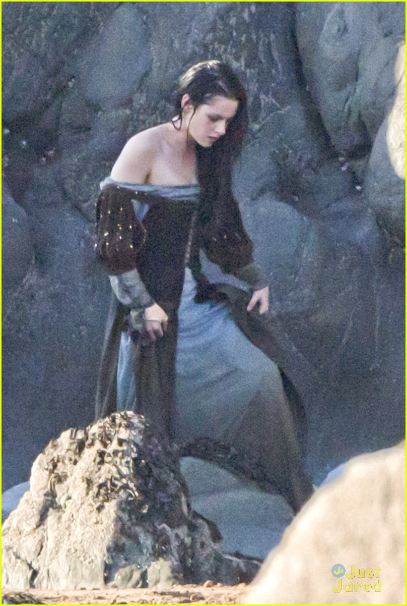 kristen stewart snow white beach 10