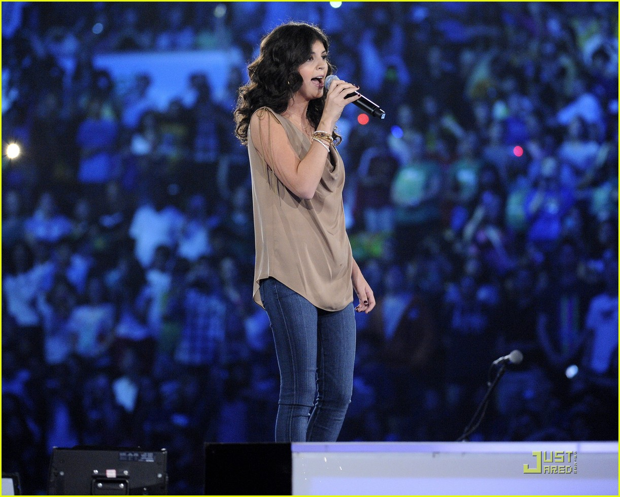 nikki yanofsky we day 02