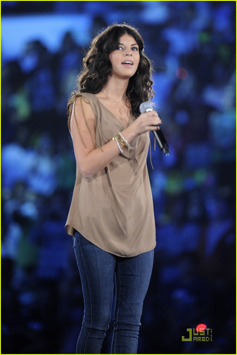 nikki yanofsky we day 03