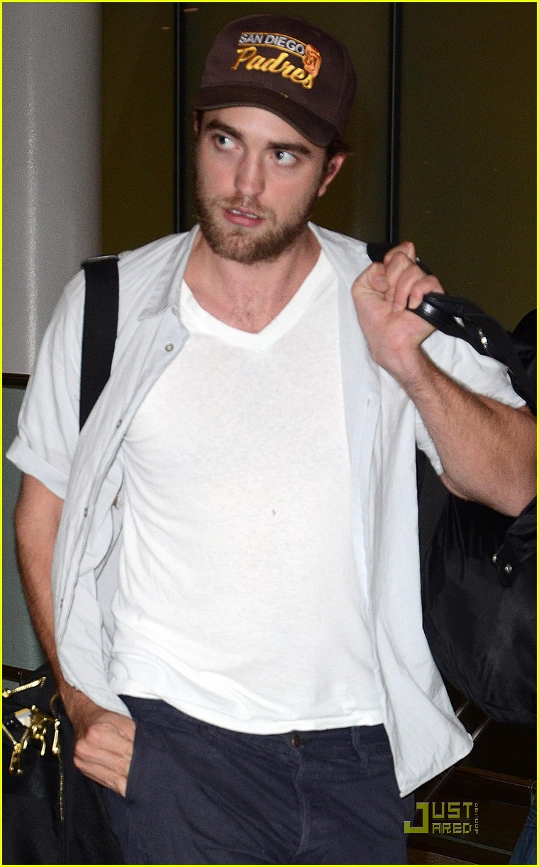 Images Robert Pattinson Japan Airport Picture