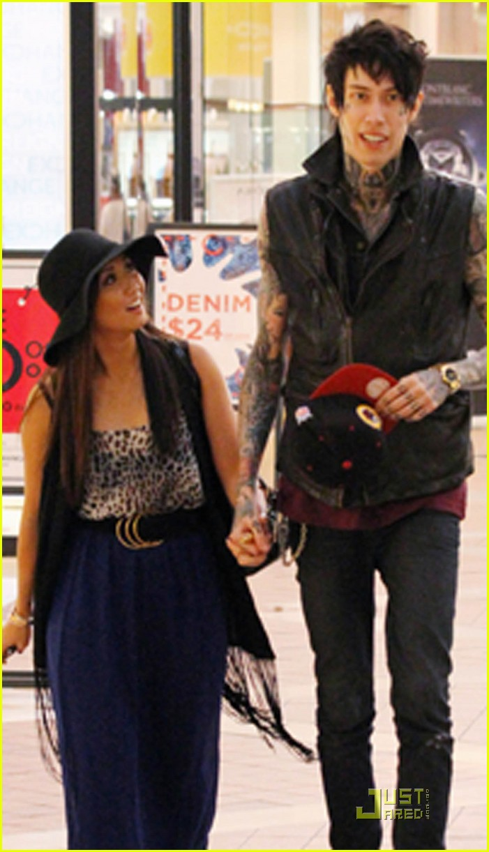 brenda song holds hands trace 04
