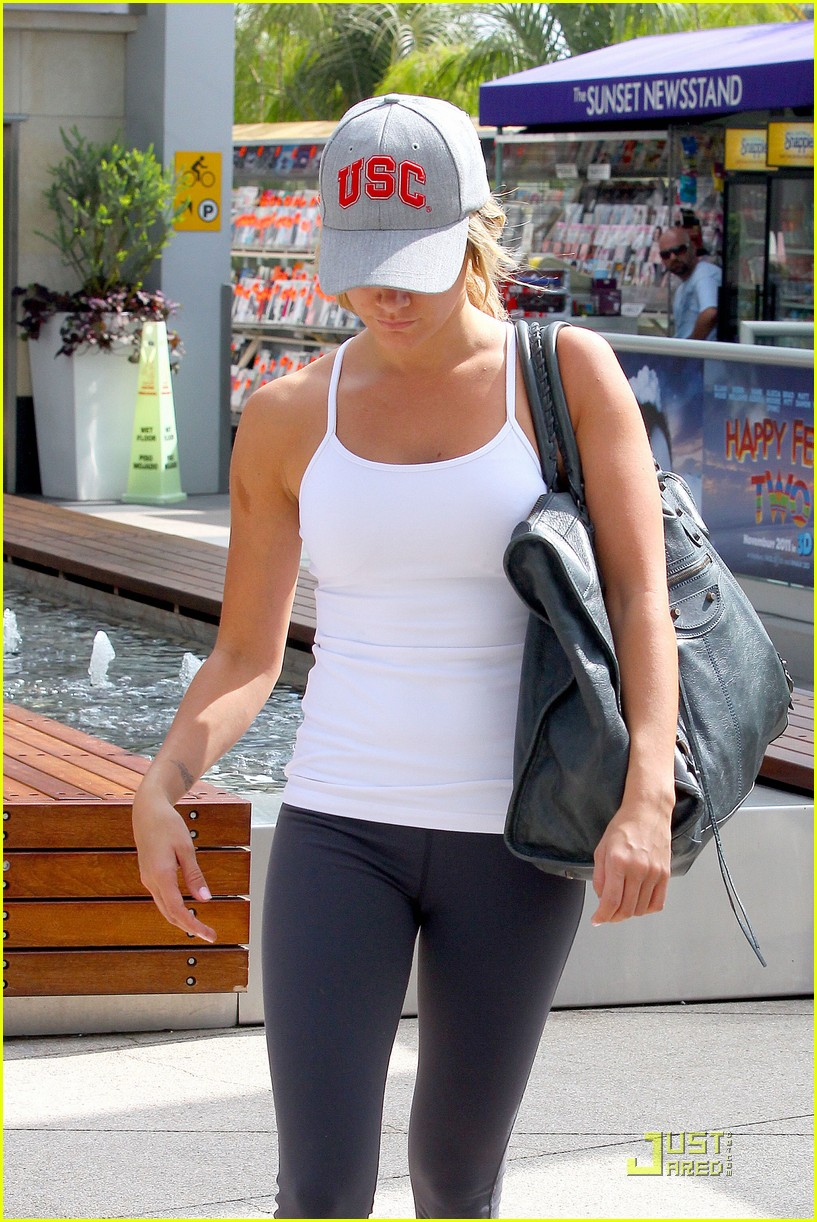 ashley tisdale equinox gym 04